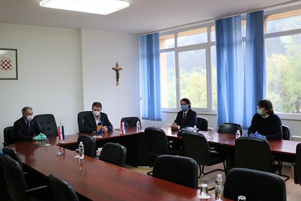 vlada-veleposlanik